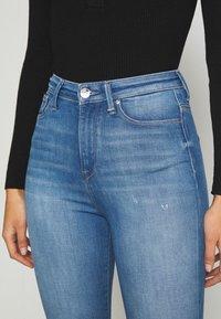 ONLY - ONLGOSH - Jeans Skinny Fit - medium blue denim - 4