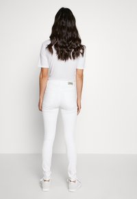 ONLY - ONLBLUSH MID  - Jeans Skinny Fit - white - 2