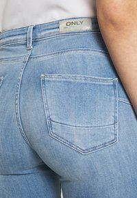 ONLY - ONLPOWER MID PUSH UP - Jeans Skinny Fit - light blue denim - 4
