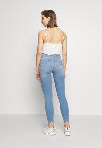 ONLY - ONLPOWER MID PUSH UP - Jeans Skinny Fit - light blue denim - 2