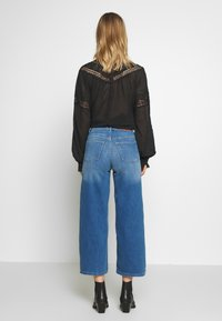 ONLY - ONLMADISON CROP - Jeans bootcut - dark blue denim - 2