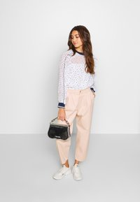 ONLY - ONQAMARANTA CARROT CROP - Jeans relaxed fit - cameo rose - 1