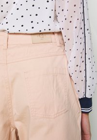 ONLY - ONQAMARANTA CARROT CROP - Jeans relaxed fit - cameo rose - 3