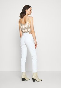 ONLY - ONLEMILY  LIFE  - Džíny Relaxed Fit - white