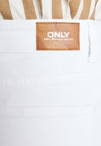 ONLY - ONLEMILY  LIFE  - Džíny Relaxed Fit - white - 3