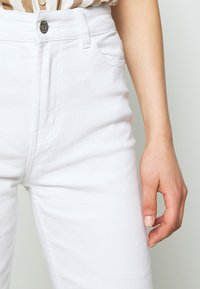 ONLY - ONLEMILY  LIFE  - Jeans Relaxed Fit - white - 5