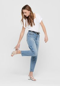 ONLY - ONLY STRAIGHT FIT JEANS ONLTOBI LIFE MID CARROT - Relaxed fit jeans - medium blue denim - 1