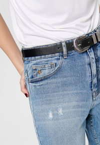 ONLY - ONLY STRAIGHT FIT JEANS ONLTOBI LIFE MID CARROT - Relaxed fit jeans - medium blue denim - 3