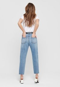 ONLY - ONLY STRAIGHT FIT JEANS ONLTOBI LIFE MID CARROT - Relaxed fit jeans - medium blue denim - 2