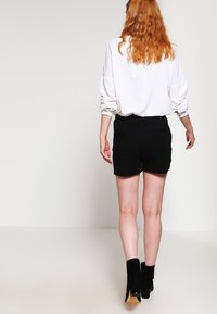 ONLY - ONLPOPTRASH  - Shortsit - black