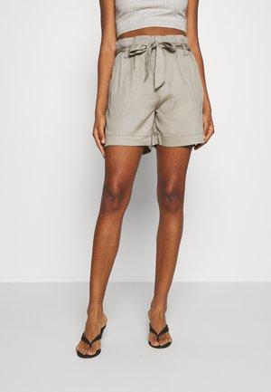 ONLKIRA BELT - Shorts - silver sage
