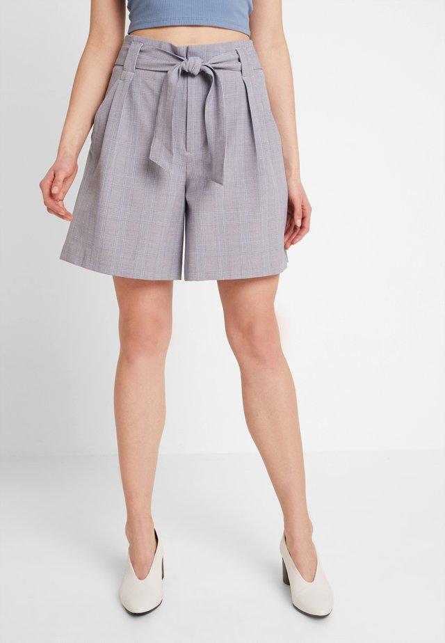 ONLRAYA CHECK SHORTS  - Shorts - medium grey melange