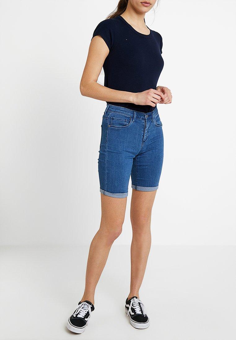 ONLY - ONLRAIN MID - Jeansshorts - medium blue denim