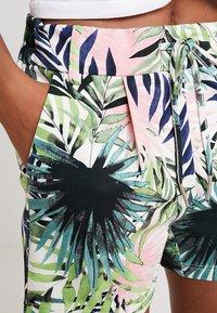 ONLY - ONLPOPTRASH PALM LEAF PRINT - Shorts - black - 4