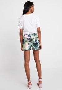 ONLY - ONLPOPTRASH PALM LEAF PRINT - Shorts - black - 2