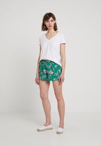ONLY - ONLNOVA WITHOUT BELT - Shorts - simply green - 1