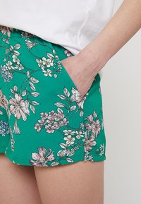 ONLY - ONLNOVA WITHOUT BELT - Shorts - simply green - 5