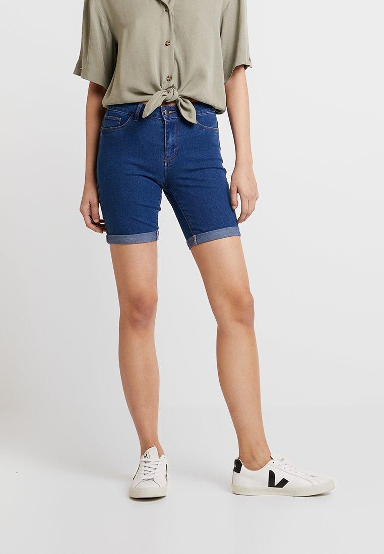 ONLY - ONLMOON ANNE BOX - Denim shorts - medium blue denim