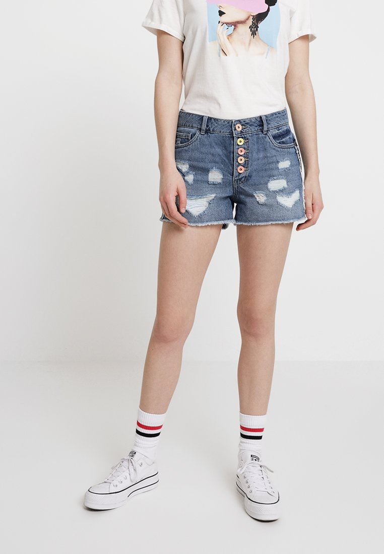 ONLY - ONLPACY DESTROY BUTTON - Jeans Shorts - medium blue denim