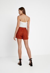 ONLY - ONLDOTTY  - Shorts - potters clay/big black - 3