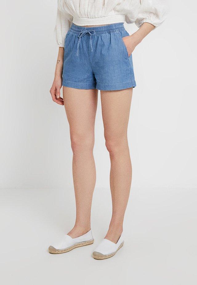 ONLPEMA BOX - Shorts - light blue denim