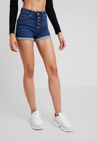 ONLY - ONLHUSH BUTTON BOX - Jeans Short / cowboy shorts - medium blue denim - 0