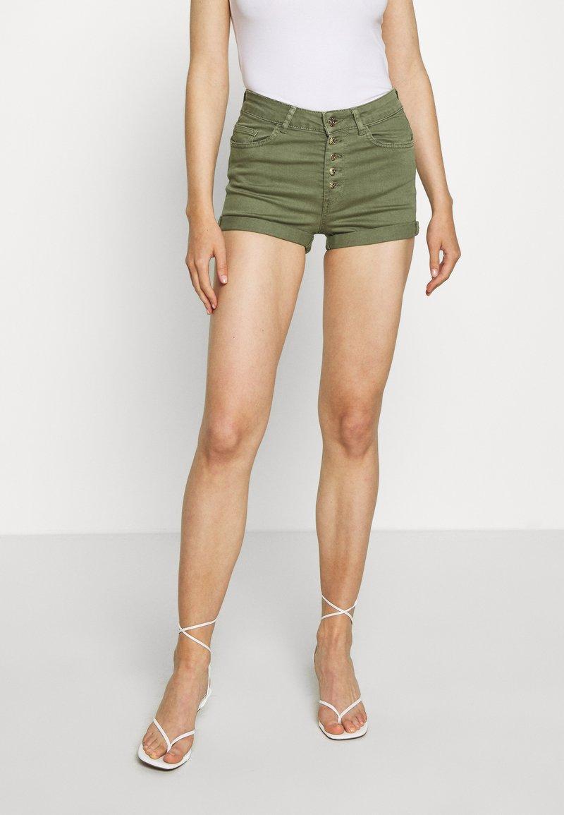 ONLY - ONLHUSH BUTTON BOX - Shorts di jeans - kalamata