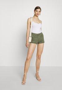 ONLY - ONLHUSH BUTTON BOX - Shorts di jeans - kalamata - 1