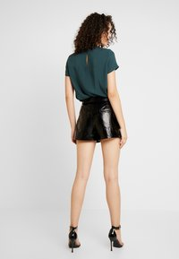 ONLY - ONLSCARLET GLAZE - Shorts - black - 2