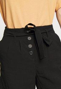 ONLY - ONLKAYLEE ARIANA BELT - Shorts - black - 4
