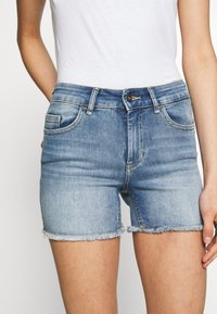 ONLY - ONLBLUSH RAW SHORTS  - Shorts di jeans - light blue denim - 3