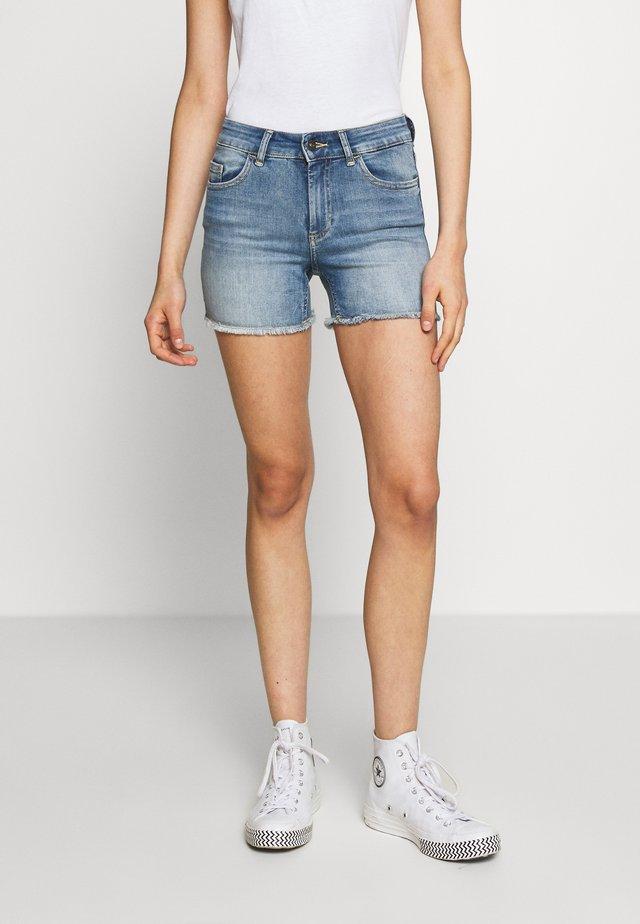 ONLBLUSH RAW SHORTS  - Shorts di jeans - light blue denim