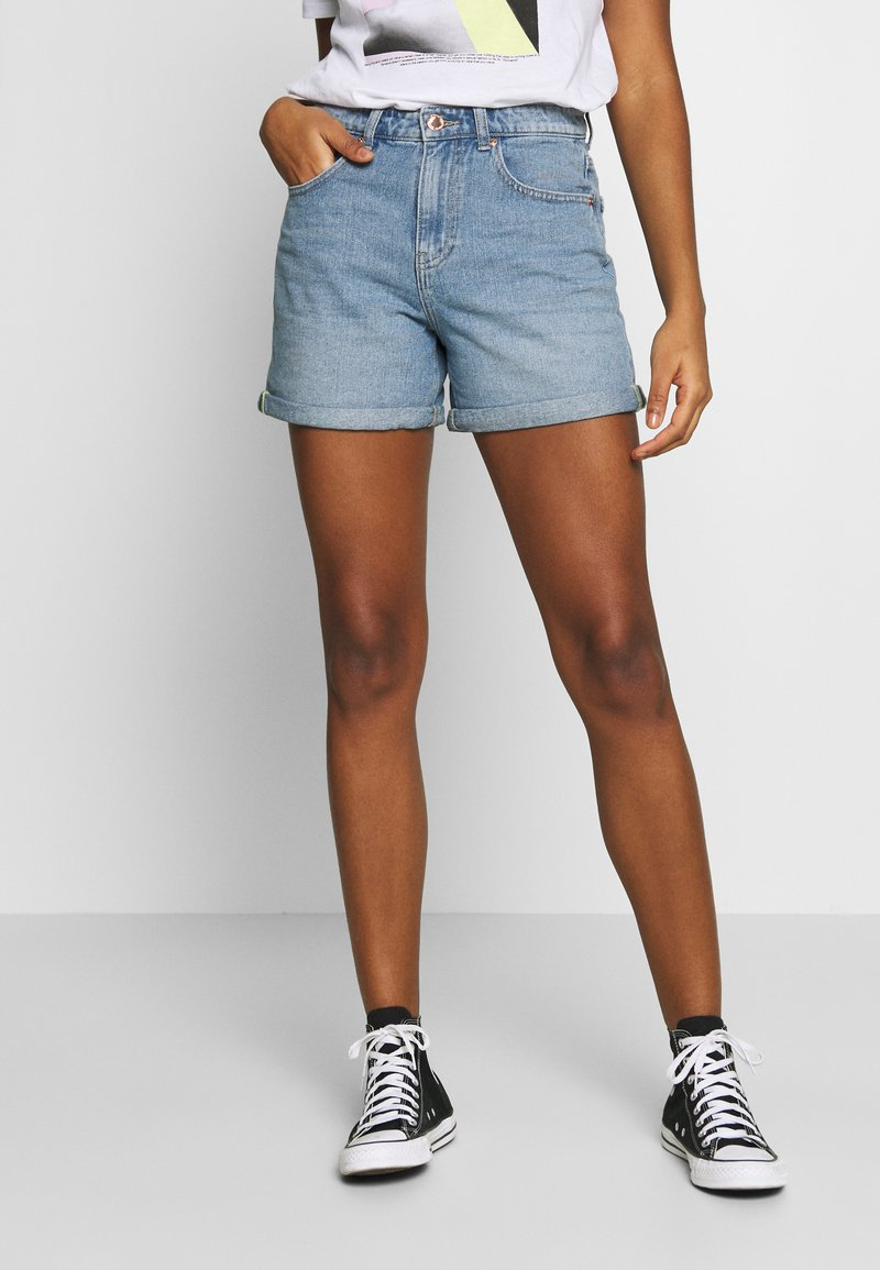 ONLY - ONLPHINE LIFE - Jeansshorts - light blue denim