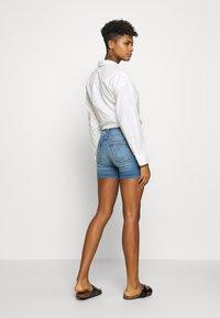 ONLY - ONLBLUSH MID  - Jeansshort - light blue denim - 2