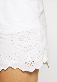 ONLY - ONLSHERY ANGLAIS - Shorts - cloud dancer - 3