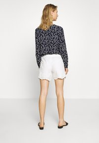 ONLY - ONLSHERY ANGLAIS - Shorts - cloud dancer - 2