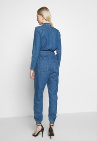 ONLY - ONLSISSY BOILER BELT SUIT - Jumpsuit - medium blue denim - 2
