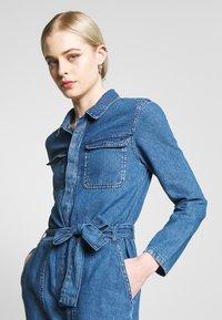 ONLY - ONLSISSY BOILER BELT SUIT - Jumpsuit - medium blue denim - 4