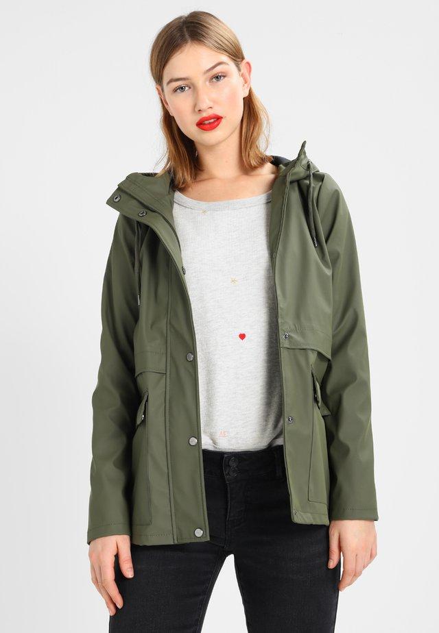 ONLTRAIN SHORT - Waterproof jacket - kalamata