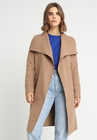 ONLY - ONLPHOEBE DRAPY COAT  - Cappotto classico - camel - 0