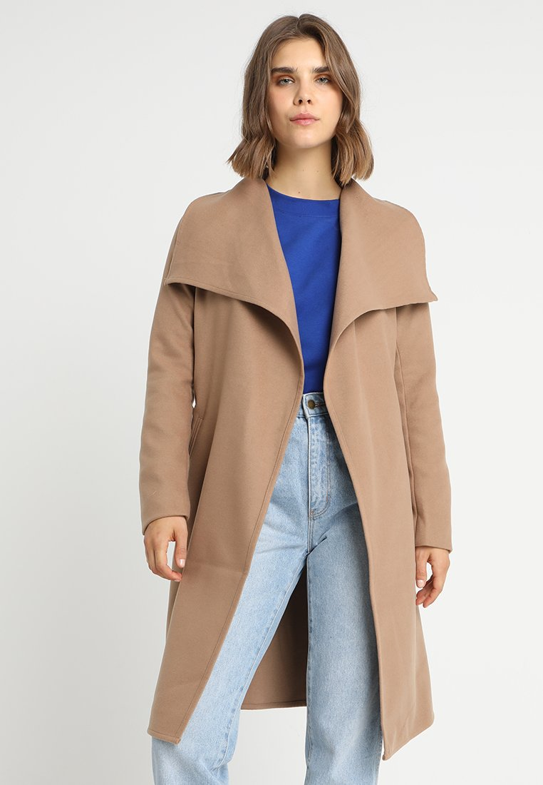 ONLY - ONLPHOEBE DRAPY COAT  - Cappotto classico - camel