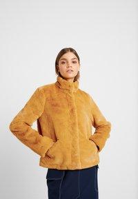 ONLY - ONLVIDA JACKET - Winterjas - golden yellow - 0