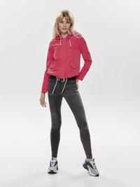 ONLY - NEW SKYLAR SPRING - Training jacket - red - 1