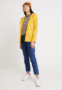 ONLY - ONLTRAIN RAINCOAT - Impermeabile - yolk yellow - 1