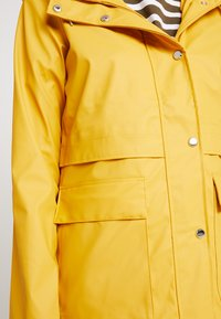 ONLY - ONLTRAIN RAINCOAT - Impermeabile - yolk yellow - 5