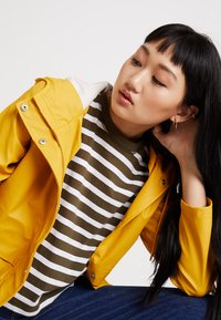ONLY - ONLTRAIN RAINCOAT - Impermeabile - yolk yellow - 3