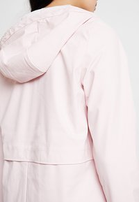 ONLY - ONLTRAIN RAINCOAT - Veste imperméable - strawberry cream - 4