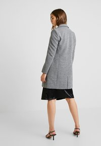 ONLY - LINDA - Kort kåpe / frakk - medium grey melange - 2