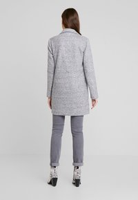 ONLY - ONLARYA COAT - Halflange jas - light grey melange - 2
