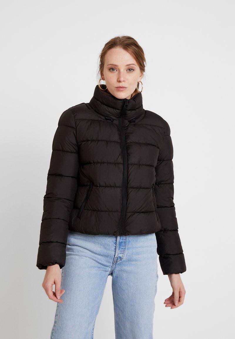 ONLY - ONLCAMMIE QUILTED JACKET - Lehká bunda - black